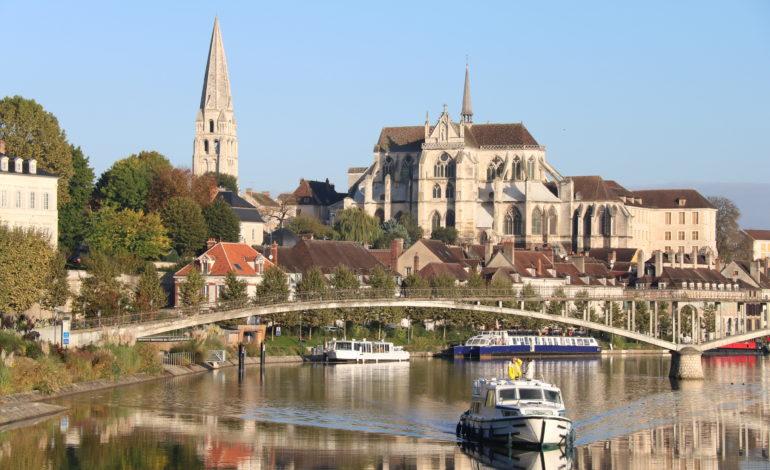 Vue sur Auxerre et la rivière