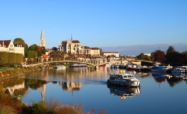 Auxerre, vue depuis le chemin de halage
